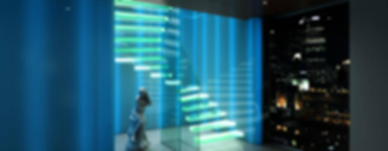 GHOST - Kragarmstufe komplett aus Glas mit verstärkten Glasstufen und Glaswänden: modern  von Siller Treppen/Stairs/Scale,Modern