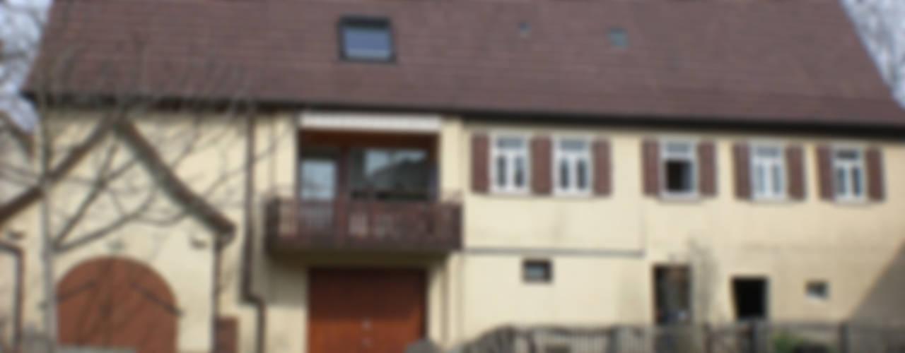UMBAU UND ENERGETISCHE SANIERUNG Klassische Häuser von gruppe2 Klassisch