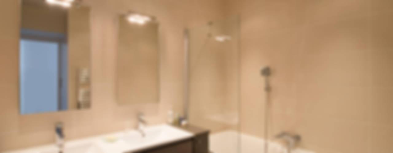 Nowoczesna łazienka od Hélène de Tassigny Nowoczesny