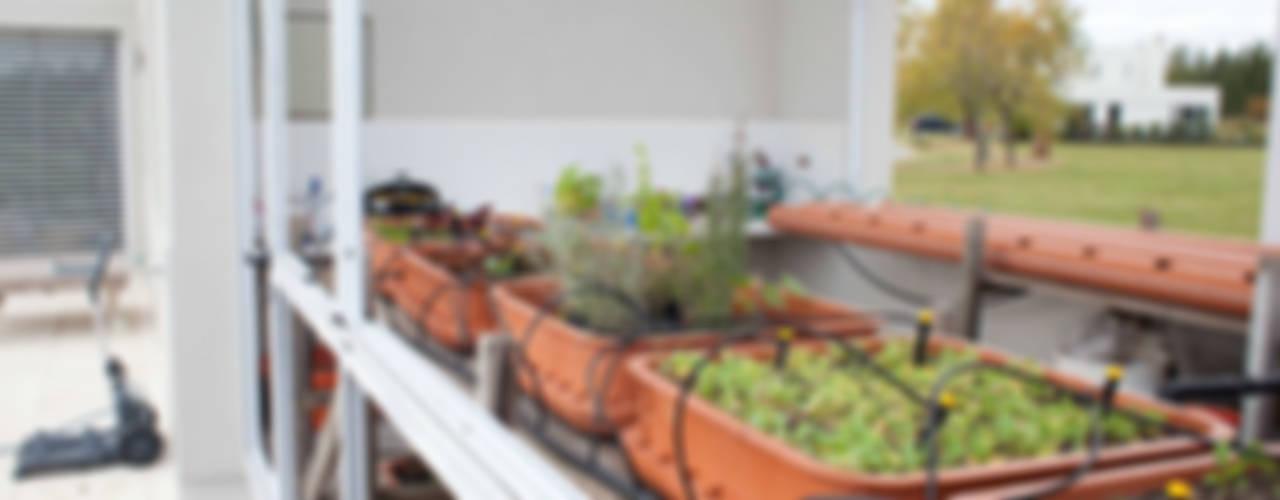 La Casa G: La Casa Sustentable en Argentina.: Jardines de estilo  por La Casa G: La Casa Sustentable en Argentina
