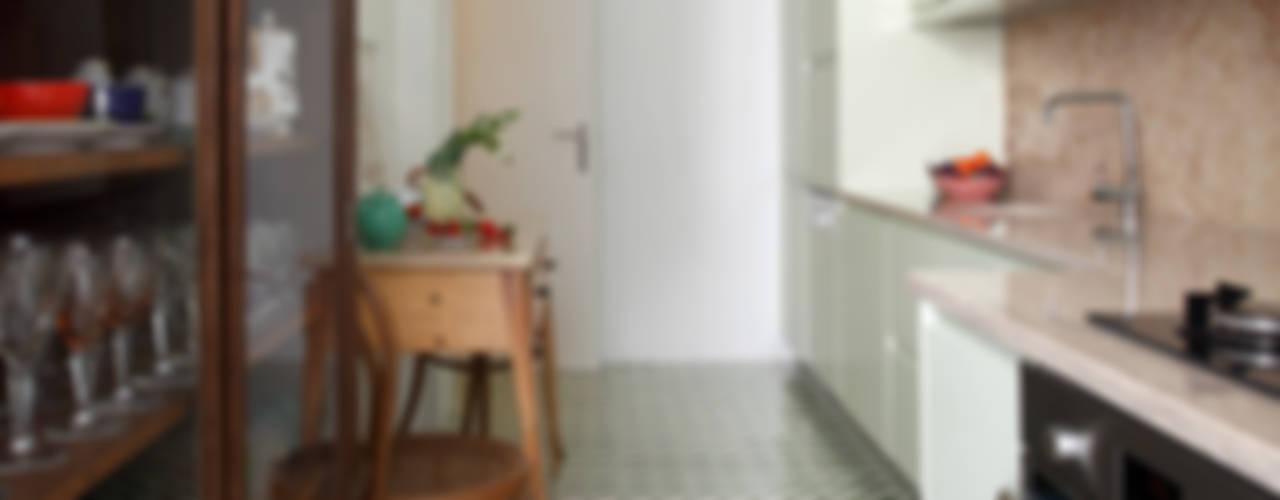 Moderne Küchen von Tiago Patricio Rodrigues, Arquitectura e Interiores Modern