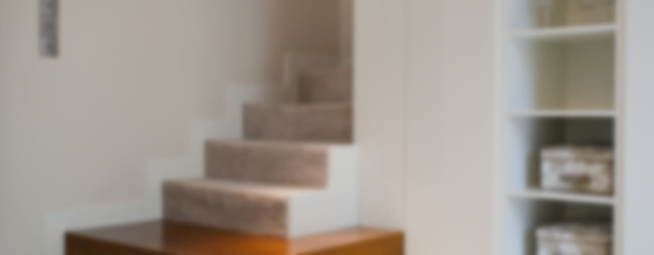 Corredores, halls e escadas modernos por ARCHISSIMA Moderno
