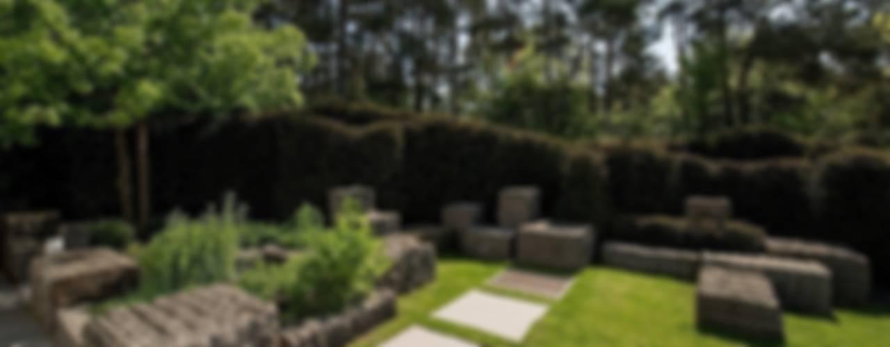 Jardines de estilo  por Naturform Japangärten & Koiteichbau, Moderno