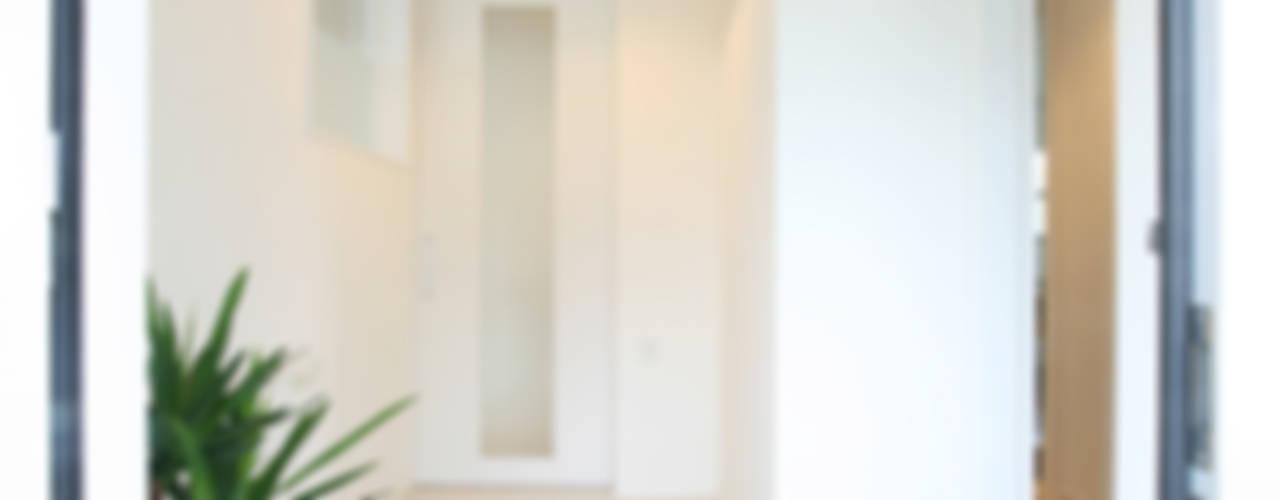 Ventanas de estilo  por 吉田設計+アトリエアジュール, Moderno