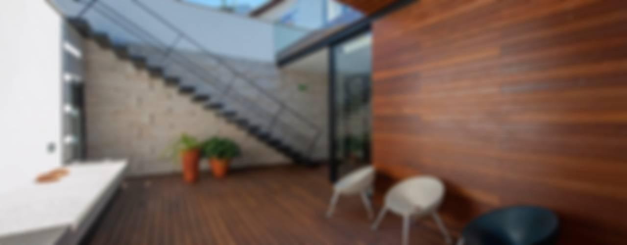 Reabilitação de Edifício Sede Social dos Amigos da Montanha - Associação de Montanhismo de Barcelinhos Casas minimalistas por Risco Singular - Arquitectura Lda Minimalista