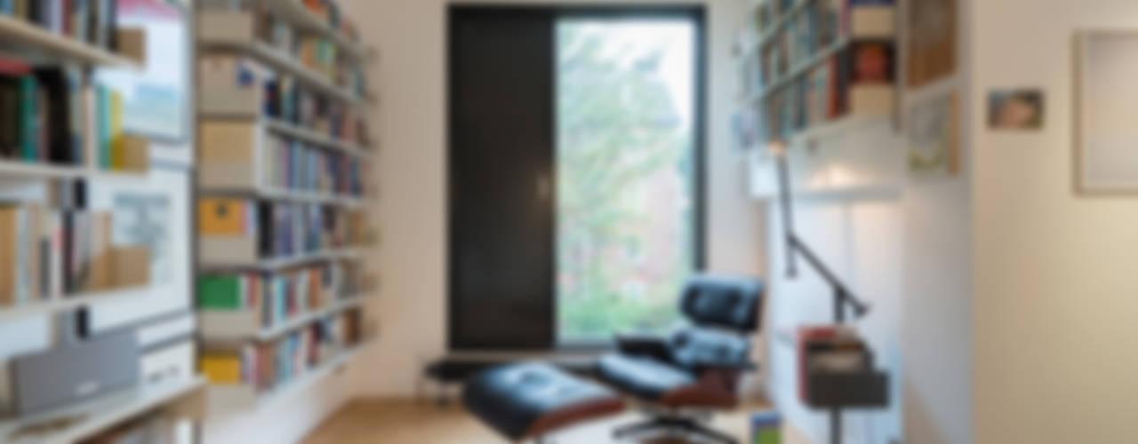 Estudios y despachos minimalistas de homify Minimalista