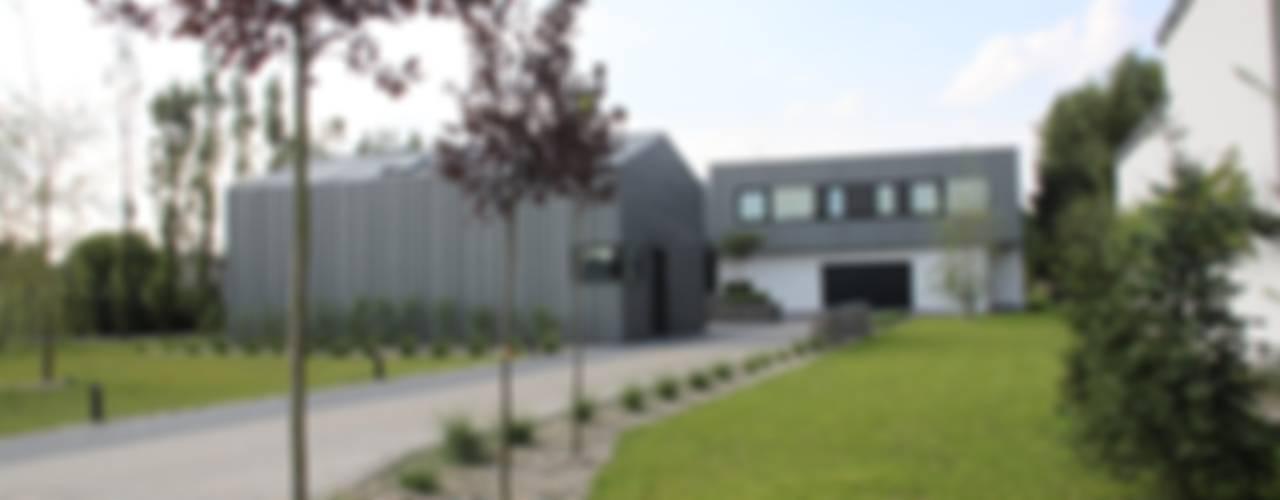 Dom ZESTAWNA : styl , w kategorii Domy zaprojektowany przez REFORM Konrad Grodziński,Industrialny