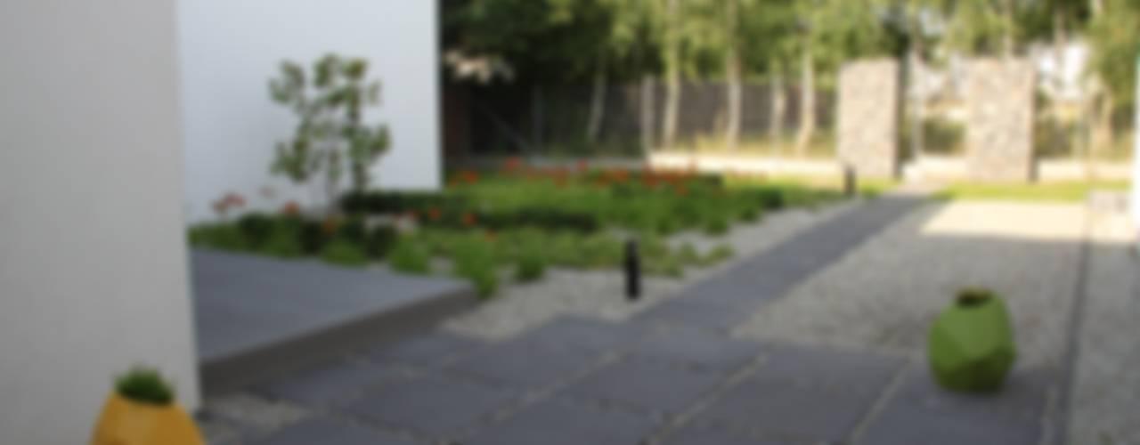 Jardines modernos de REFORM Konrad Grodziński Moderno