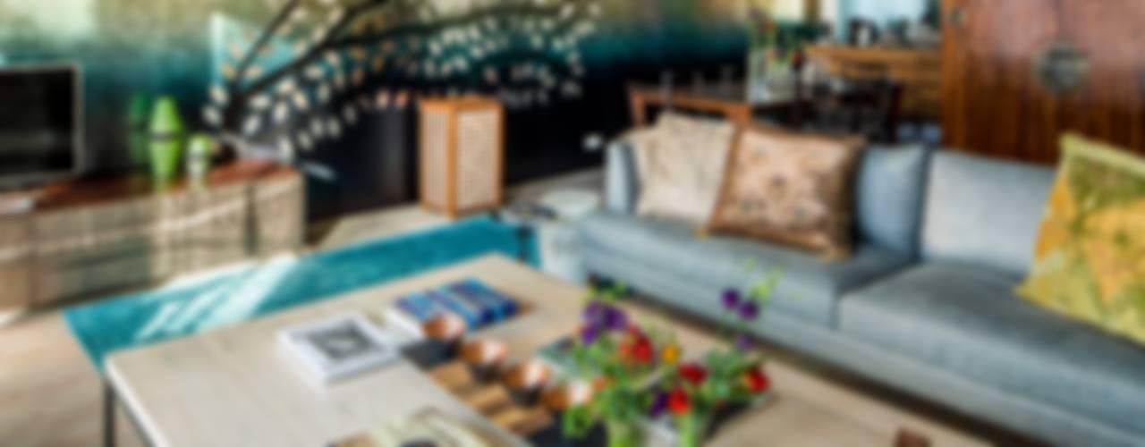 Salas / recibidores de estilo  por Ethnic Chic Home Couture