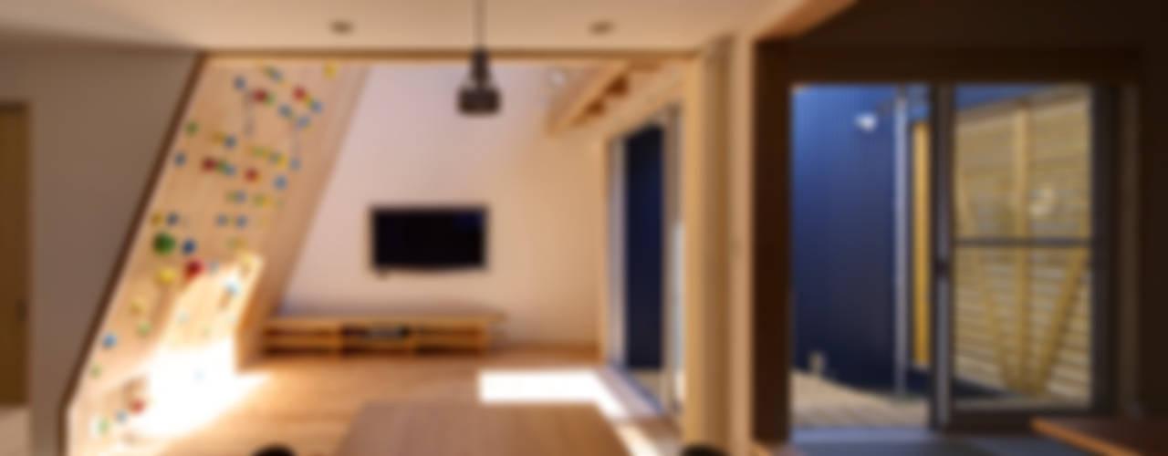 クライミングウォールの家 オリジナルデザインの ダイニング の 有島忠男設計工房 オリジナル