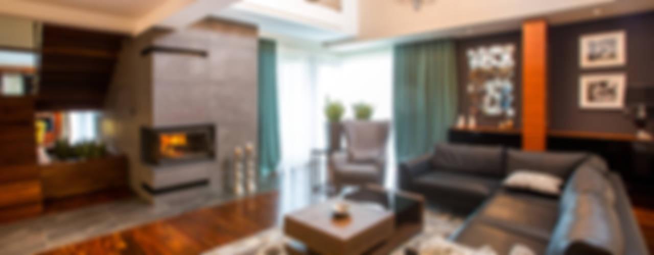 Luksusowe wnętrza z drewnem w roli głónej Eklektyczny salon od Viva Design - projektowanie wnętrz Eklektyczny