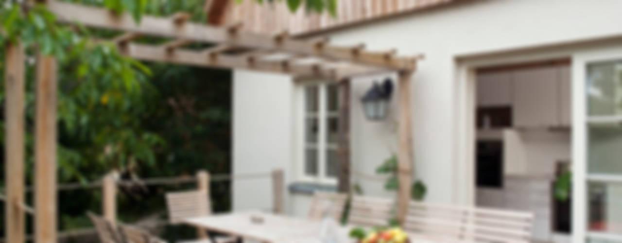 Fachwerkhaus Buchenhain WOF-Planungsgemeinschaft Balkon, Veranda & Terrasse im Landhausstil