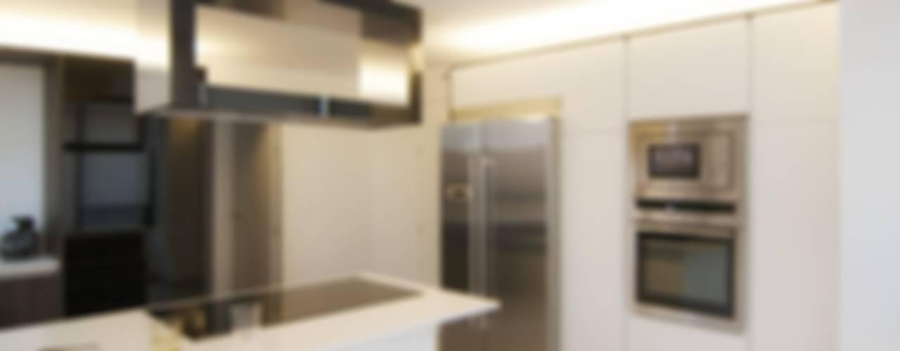 La cocina de Pablo y Esther Cocinas de estilo moderno de emmme studio Moderno
