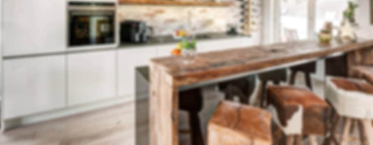 Küche Modern und Altholztheke:  Küche von ZABOROWSKI ** Kreativer Innenausbau,