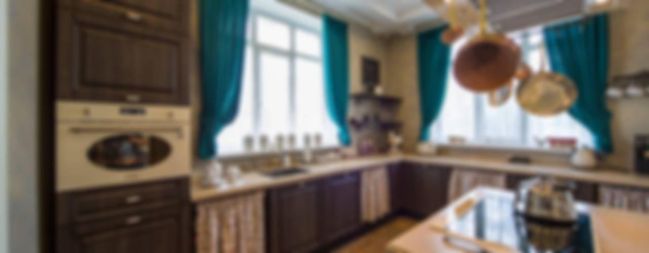 дом на берегу реки: Кухни в . Автор – Дизайн мастерская Елены Тимченко, Эклектичный