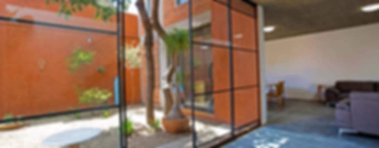 Casas modernas de rOOtstudio Moderno