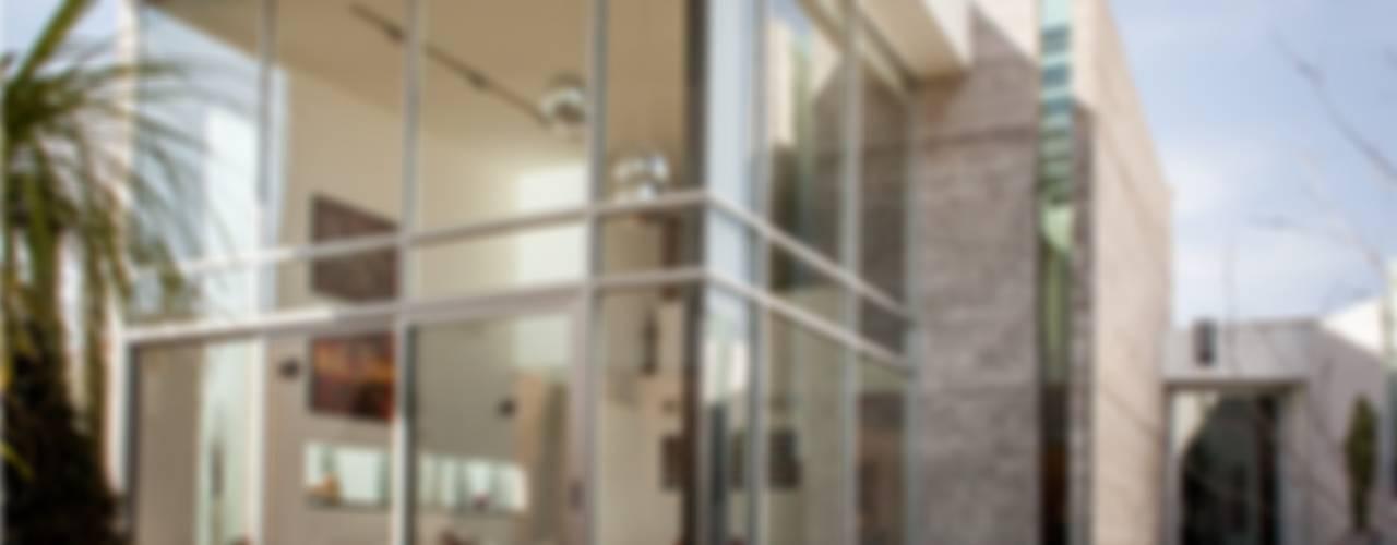 現代房屋設計點子、靈感 & 圖片 根據 GRUPO VOLTA 現代風