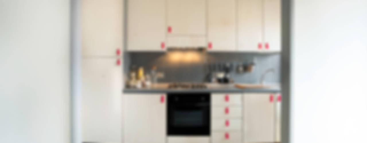 Plywood Kitchen:  in stile  di Riccardo Randi