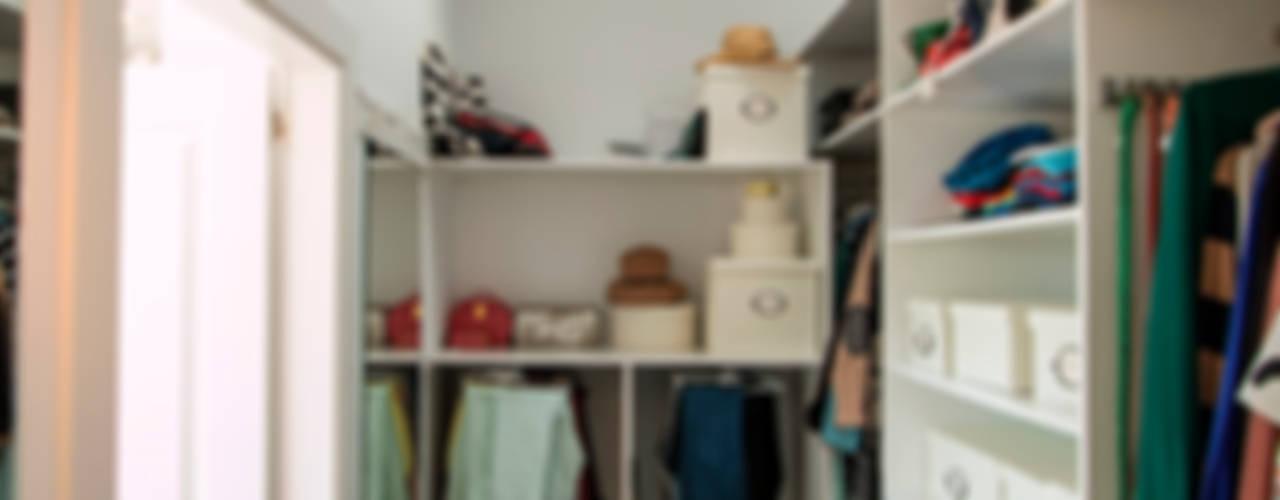 Walk in closet de estilo  por Canexel