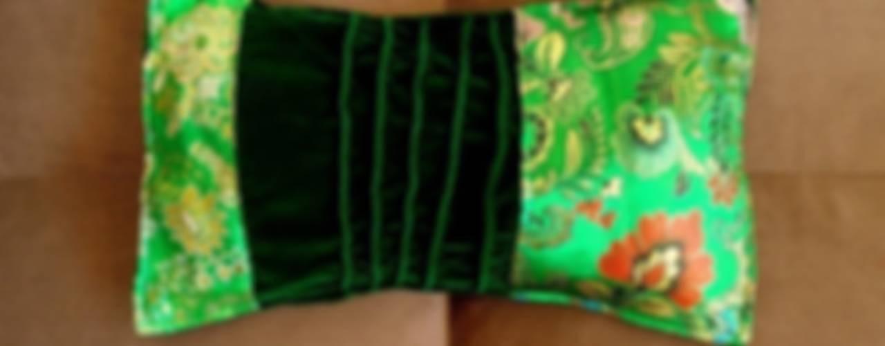 Kissenhülle MärzBlatt, Samt, Brokat, grün:   von KunstKaufRauschArtig