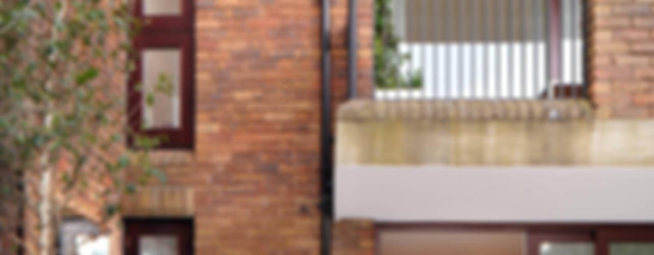 Highgate Balcones y terrazas modernos de TG Studio Moderno