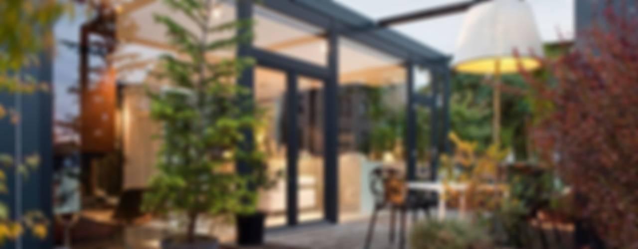 Living in a Box Moderner Balkon, Veranda & Terrasse von Raumfreiheit Modern
