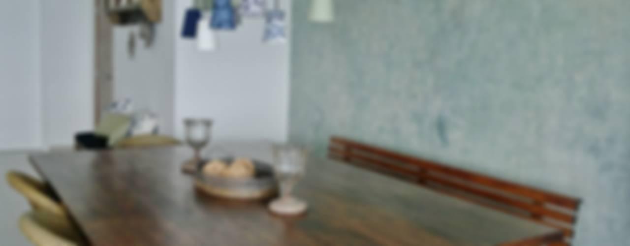 APARTAMENTO NA PRAIA - GUARUJÁ /SAO PAULO Salas de estar rústicas por Kika Prata Arquitetura e Interiores. Rústico