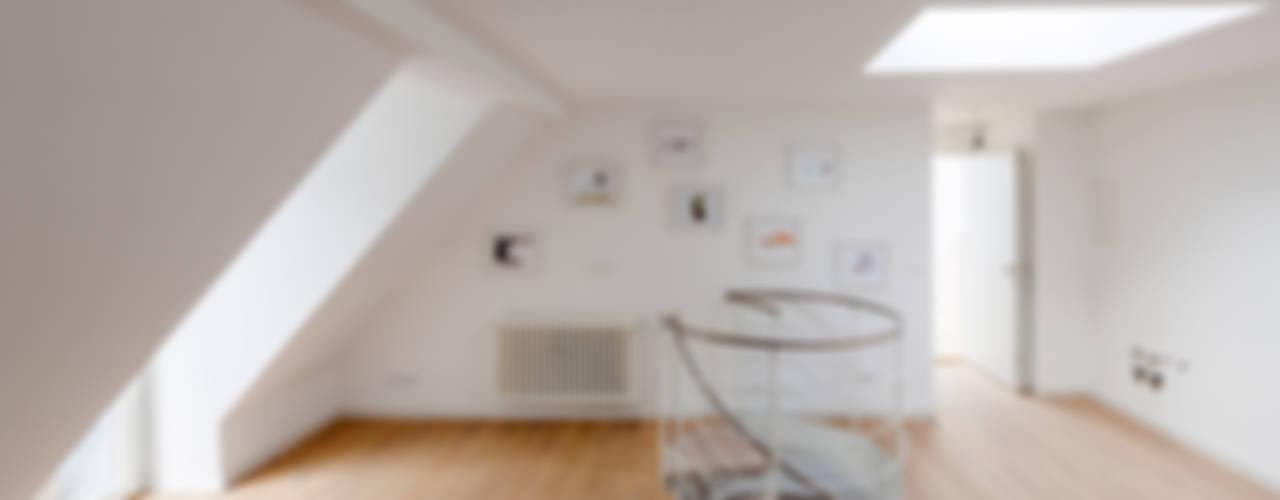 Sanierung Wohnanlage München-Schwabing Minimalistischer Flur, Diele & Treppenhaus von arcs architekten Minimalistisch