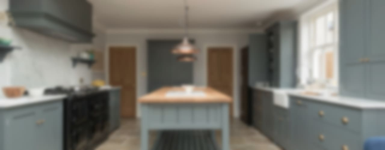 The Hampton Court Kitchen Cocinas rurales de Floors of Stone Ltd Rural