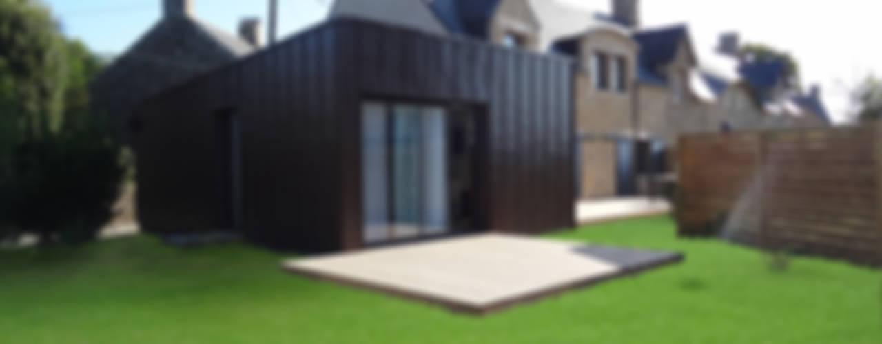 Rénovation longère extension bois et zinc – Locmariaquer Maisons modernes par atelier 742 Moderne