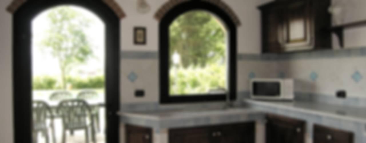 Cozinhas rústicas por Studio Tecnico MB architettura Rústico