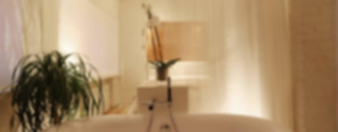 квартира на Новинском бульваре Ванная комната в скандинавском стиле от Double Room Скандинавский
