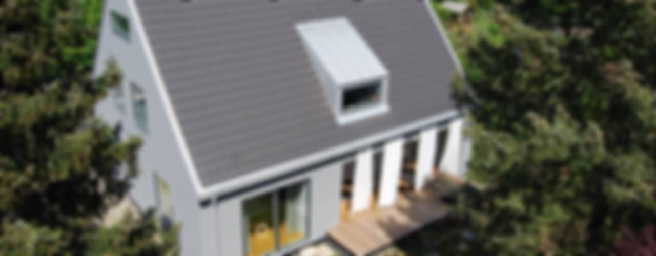 schwarz Haus Moderne Häuser von schwarzID Modern