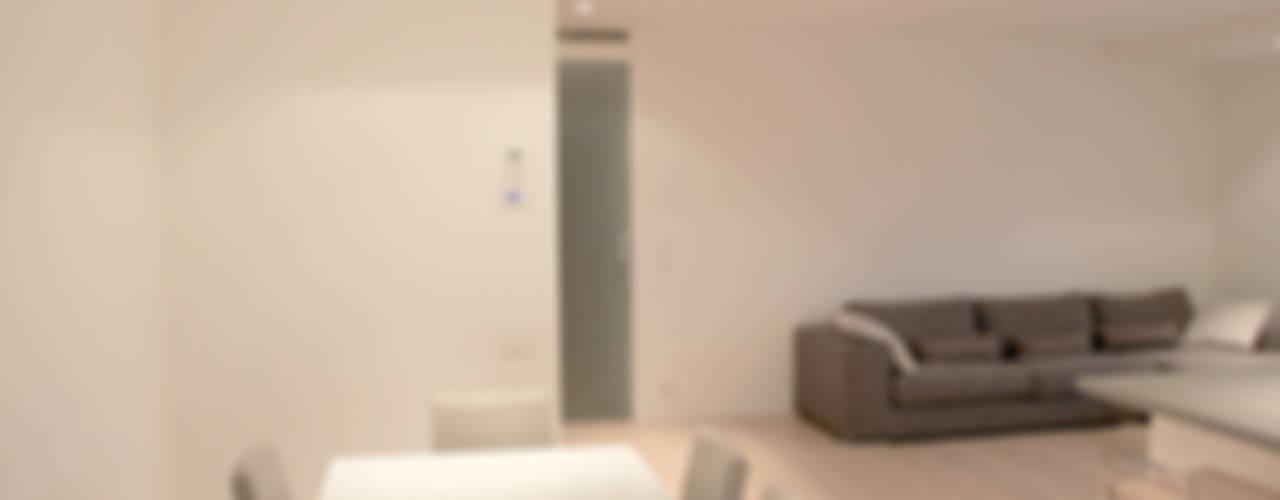 Casa MR Sala da pranzo minimalista di Davide Ceron Architetto Minimalista