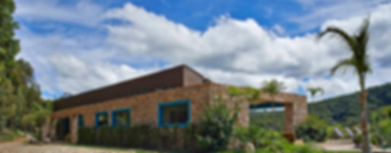 SÍTIO OURO PRETO Casas rústicas por Beth Marquez Interiores Rústico