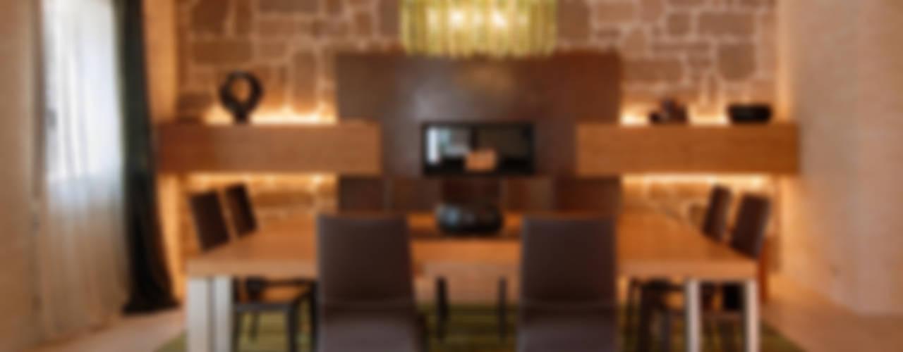 TRADIZIONE, PERSONALITA', ECLETTISMO Sala da pranzo moderna di STUDIO CERON & CERON Moderno