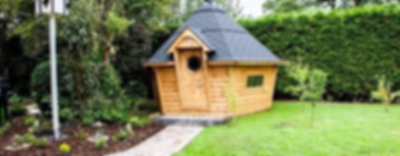 A medium barbecue cabin. Scandinavian style garden by Arctic Cabins Scandinavian
