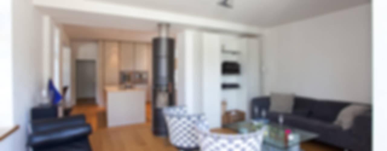 Sanierung Wohngebäude Klassische Wohnzimmer von xs-architekten Klassisch