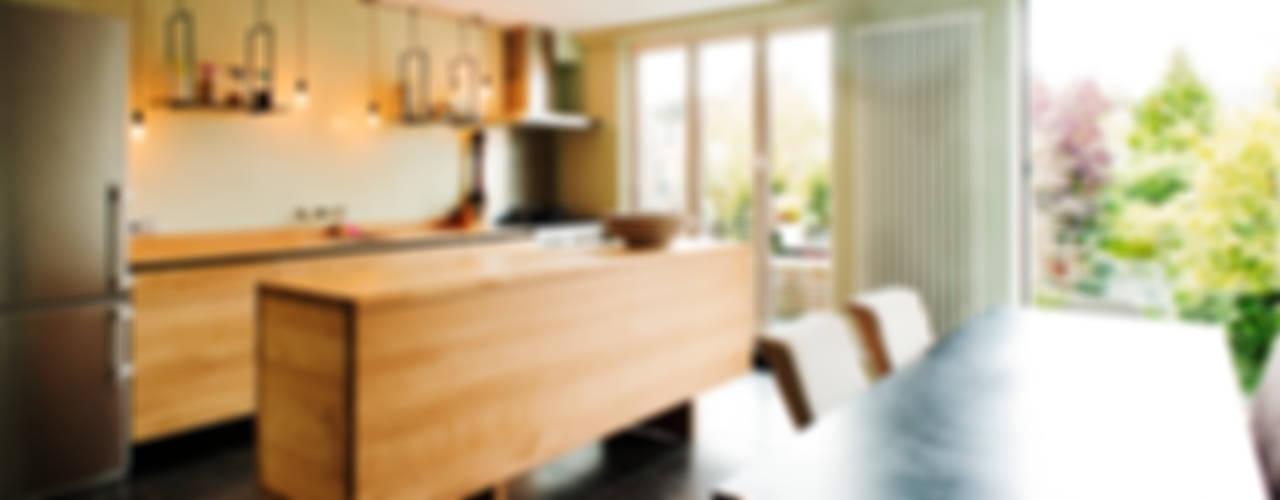 Oak Kitchen: modern  door Atelier 010, Modern
