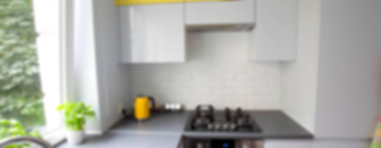 Kawalerka po remoncie: styl , w kategorii Kuchnia zaprojektowany przez ZAWICKA-ID Projektowanie wnętrz,Skandynawski