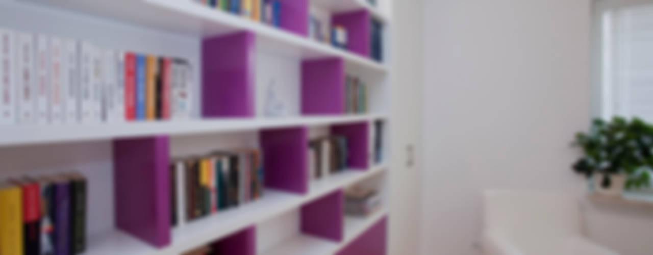 Mieszkanie dla Pani Doktor: styl , w kategorii Domowe biuro i gabinet zaprojektowany przez ZAWICKA-ID Projektowanie wnętrz,Minimalistyczny