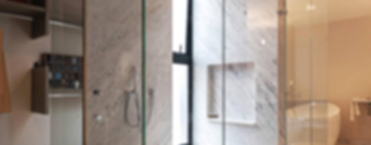 Badezimmer von Faci Leboreiro Arquitectura, Modern
