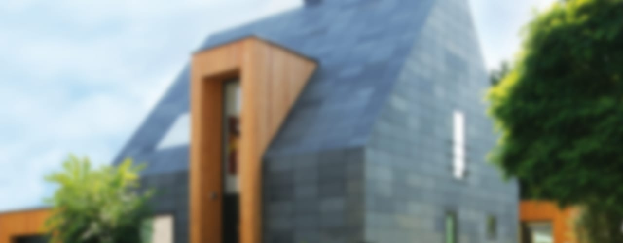 Fassade und Dach aus Schiefer - Symmetrische Deckung Moderne Häuser von Rathscheck Schiefer und Dach-Systeme ZN der Wilh. Werhahn KG Neuss Modern
