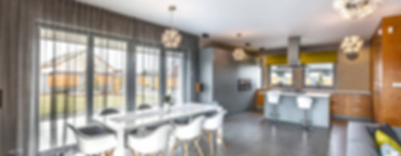 Salas de jantar  por COCO Pracownia projektowania wnętrz
