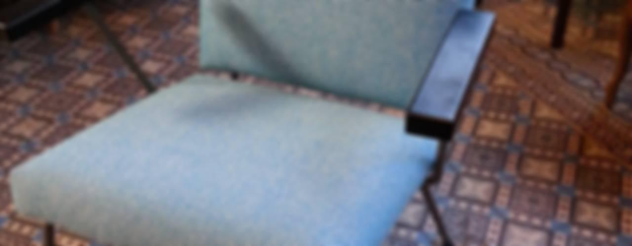 studio zipp: meubelstoffering in zowel klassieke, als moderne vorm:   door studio zipp,
