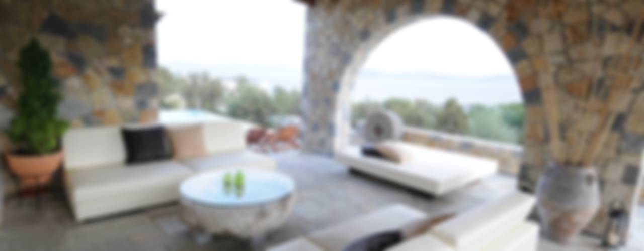 VILLA AL MARE Ermioni Grecia Balcone, Veranda & Terrazza in stile mediterraneo di CARLO CHIAPPANI interior designer Mediterraneo