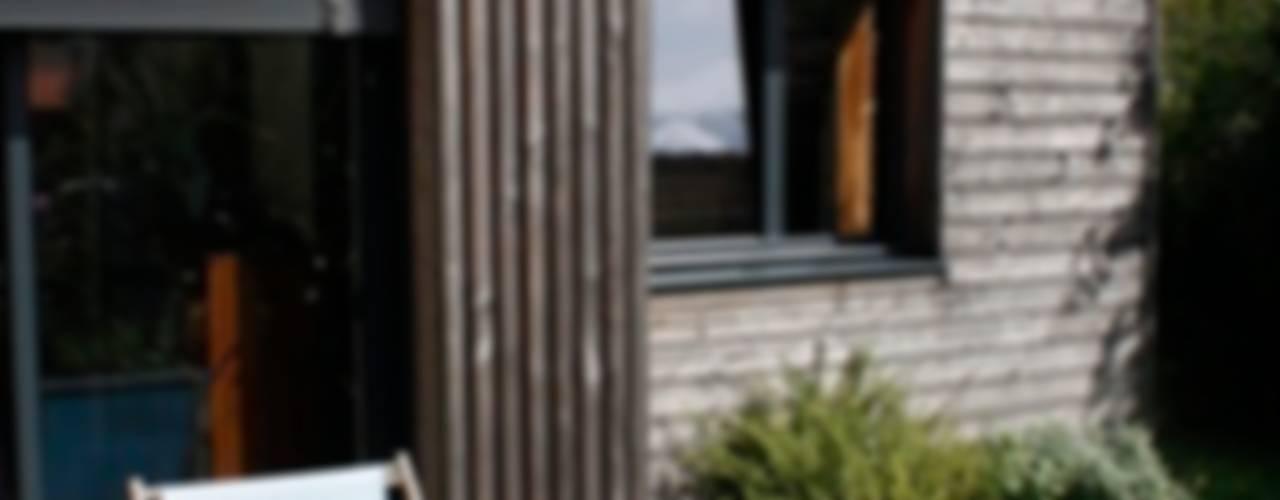 Extension bois pour une cuisine salle à manger: Salle à manger de style  par EC architecture