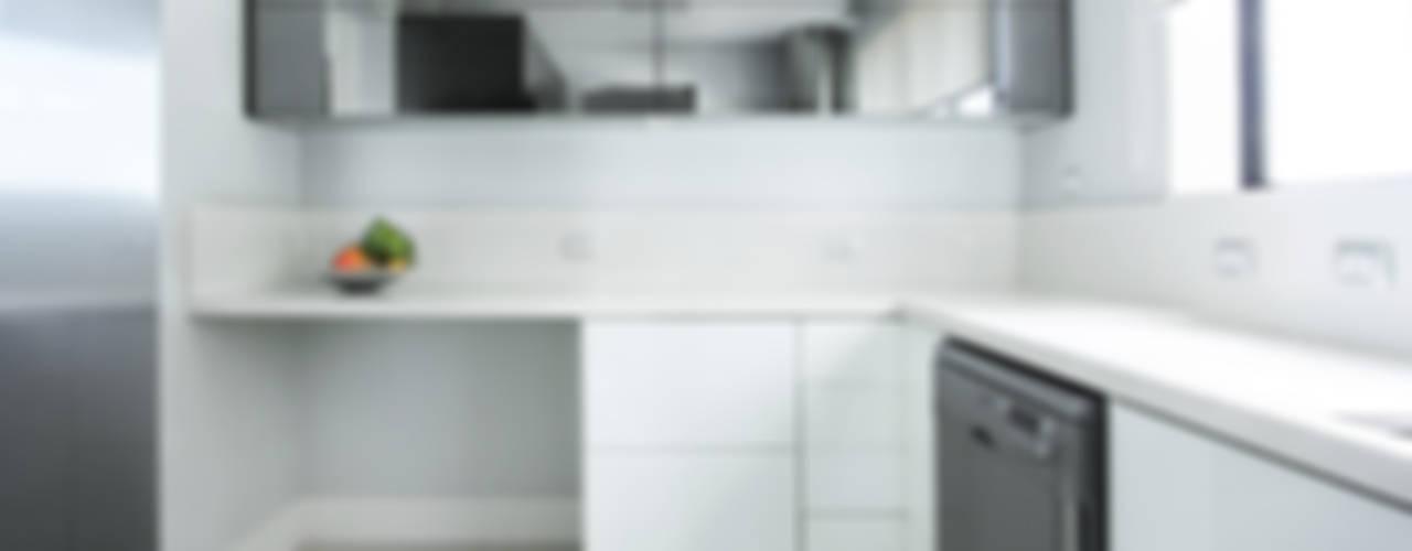 projeto  FT : Cozinhas  por Camila Bruzamolin - arquitetura