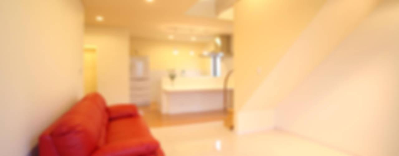 OBANAZAWA STYLE モダンデザインの リビング の 吉田設計+アトリエアジュール モダン