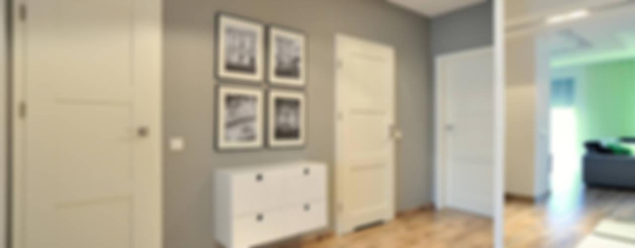 mieszkanie z Bolkiem i Lolkiem Skandynawski korytarz, przedpokój i schody od Projekt Kolektyw Sp. z o.o. Skandynawski